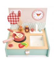 Tender Leaf Toys Dřevěná kuchyňka v šuplíku Kitchenette  s hodinami pánvičkou a potravinami